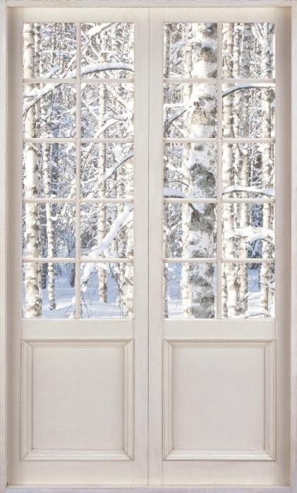 Vinyl-Fototapete Weiße Tür - Schnee Birke - Blick durch die Tür