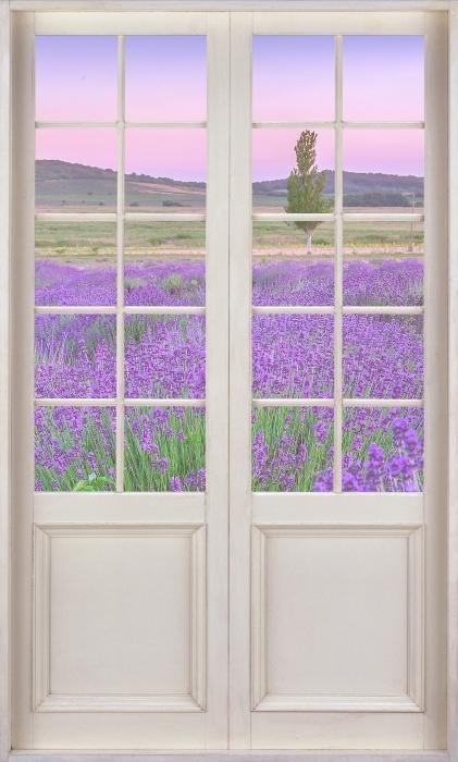 Fototapeta winylowa Białe drzwi - Zachód słońca. Węgry. - Widok przez drzwi