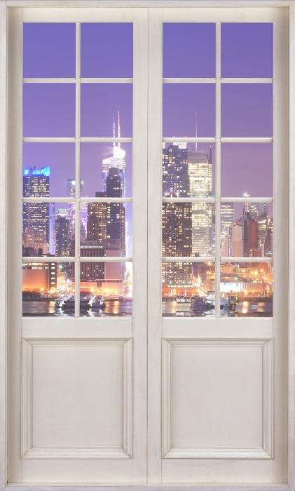 Vinyl-Fototapete Weiße Tür - Manhattan - Blick durch die Tür