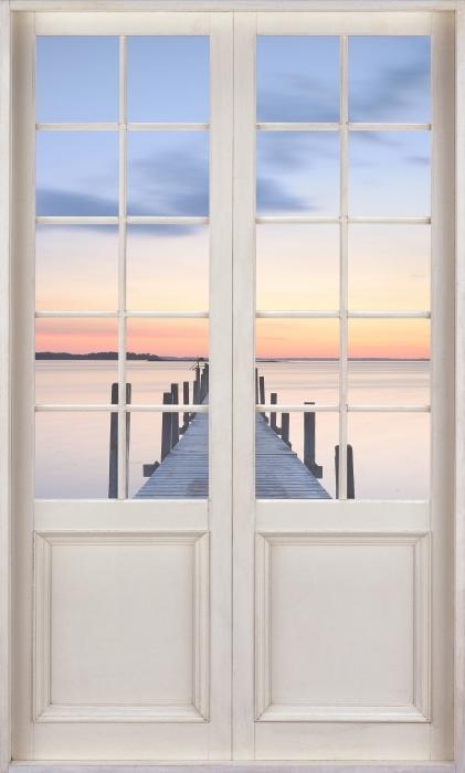 Papier peint vinyle Porte Blanche - Pier - La vue à travers la porte