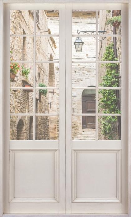 Fototapeta winylowa Białe drzwi - Włochy - Widok przez drzwi