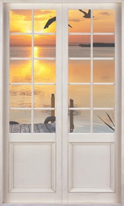 Fototapeta winylowa Białe drzwi - Jezioro - Widok przez drzwi