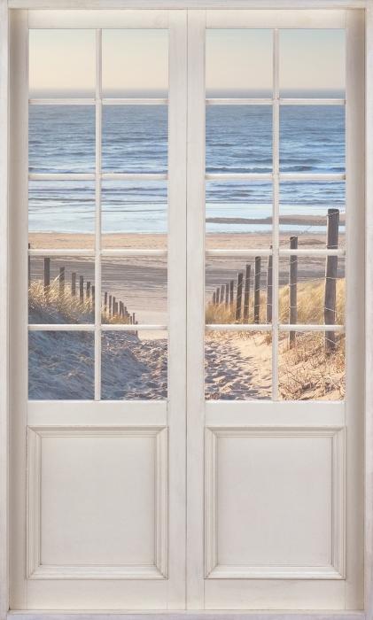 Fototapeta winylowa Białe drzwi - Morze Północne - Widok przez drzwi