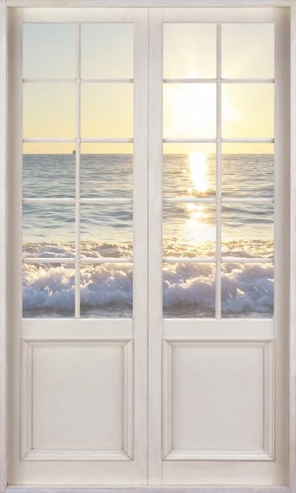 Fototapeta winylowa Białe drzwi - Lato nad morzem - Widok przez drzwi