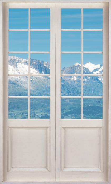 Vinyl-Fototapete Weiße Tür - Panorama der hohen Berge - Blick durch die Tür