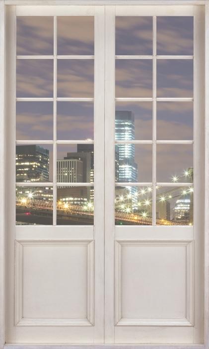 Fototapeta winylowa Białe drzwi - Brooklyn Bridge - Widok przez drzwi