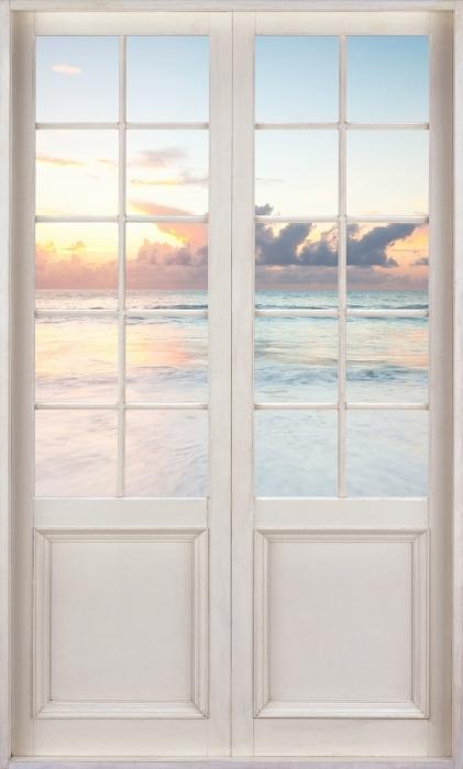 Fototapeta winylowa Białe drzwi - Plaża - Widok przez drzwi