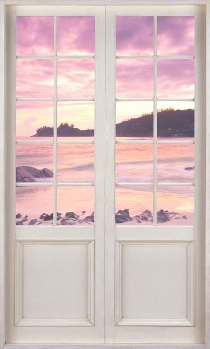 Vinyl-Fototapete Weißer Tür - Sonnenuntergang - Blick durch die Tür