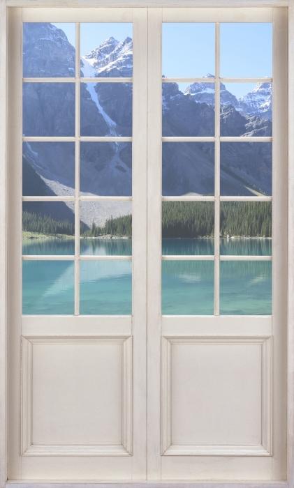 Vinyl-Fototapete Weißer Tür - Sommermorgen - Blick durch die Tür