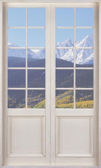 Fototapeta winylowa Białe drzwi - Wilson Peak. Kolorado. - Widok przez drzwi