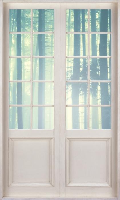 Vinyl-Fototapete Weiße Tür - nebelige Landschaft. Slowenien. - Blick durch die Tür