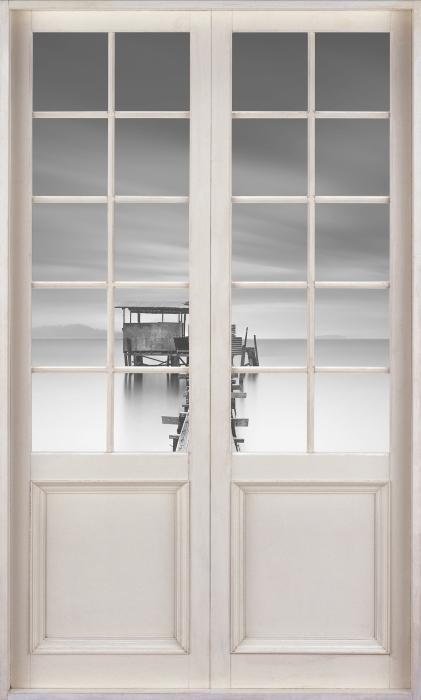 Papier peint vinyle Porte Blanche - Jetée En Bois - La vue à travers la porte