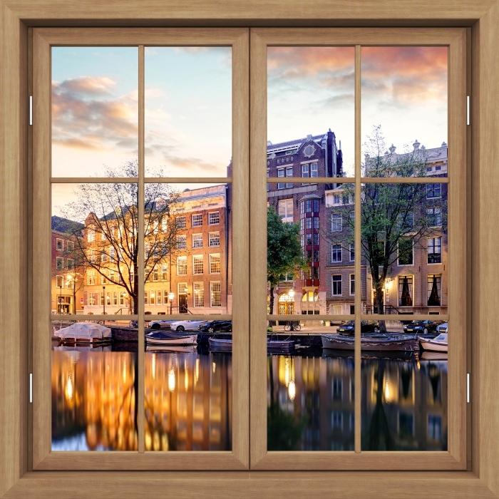 Fototapeta winylowa Okno brązowe zamknięte - Amsterdam. Holandia. - Widok przez okno
