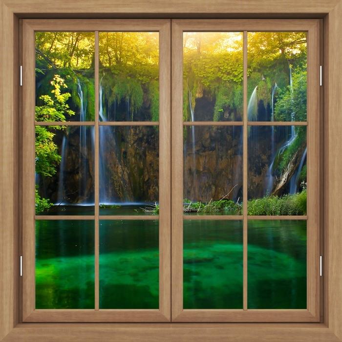 Fototapeta winylowa Okno brązowe zamknięte - Jeziora Plitwickie. Chorwacja. - Widok przez okno