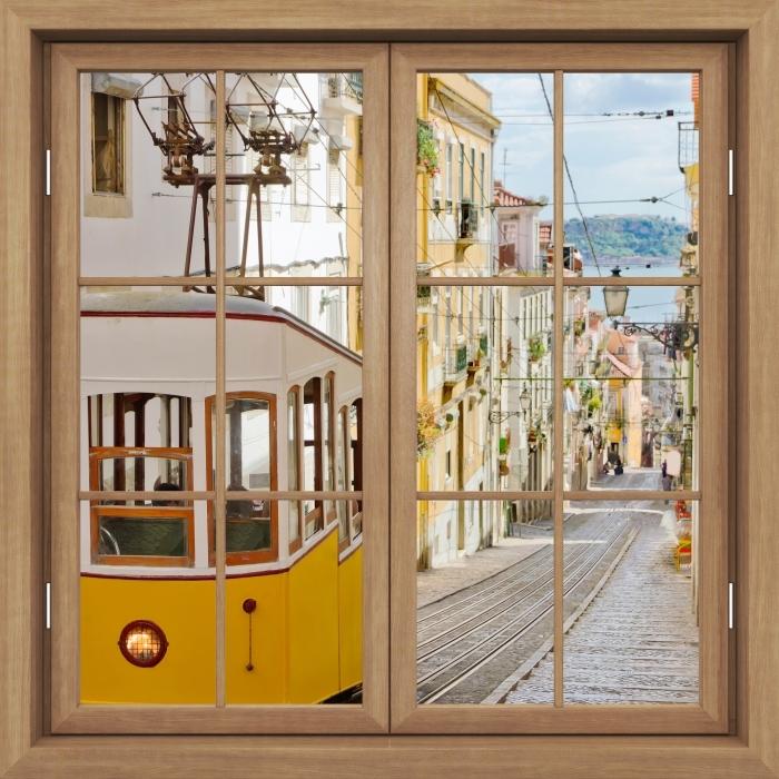Fototapeta winylowa Okno brązowe zamknięte - Lizbona. - Widok przez okno