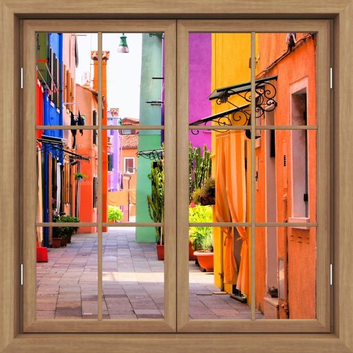 Fototapeta winylowa Okno brązowe zamknięte - Kolorowa ulica w Burano. Włochy. - Widok przez okno