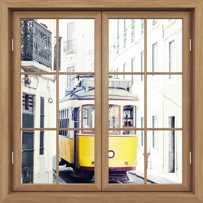 Fototapeta winylowa Okno brązowe zamknięte - Lizbona - Widok przez okno