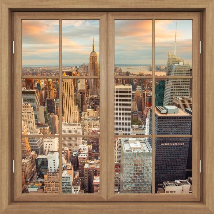 Fototapeta winylowa Okno brązowe zamknięte - Widok na zachód słońca w Nowym Jorku - Widok przez okno