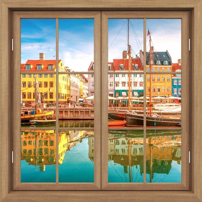 Fototapeta winylowa Okno brązowe zamknięte - Kopenhaga - Widok przez okno