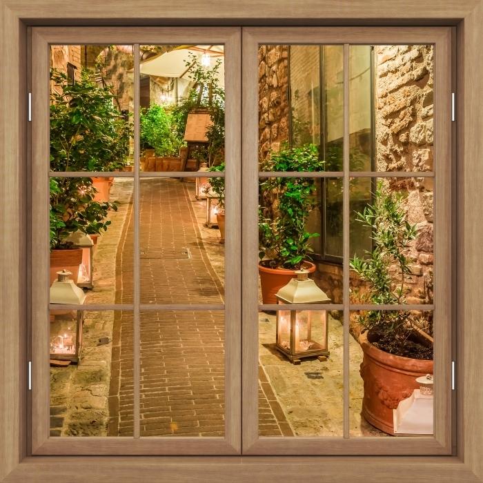 Fototapeta winylowa Okno brązowe zamknięte - ulica we Włoszech - Widok przez okno
