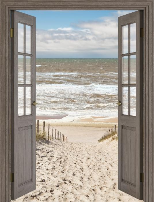 Fototapeta samoprzylepna Brązowe drzwi - Piasek na plaży w słoneczny dzień - Widok przez drzwi