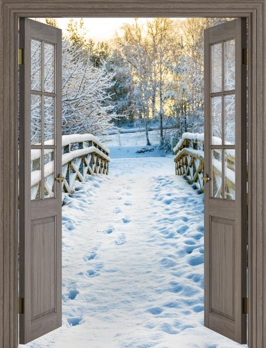 Fototapeta winylowa Brązowe drzwi - Zimowy most - Widok przez drzwi