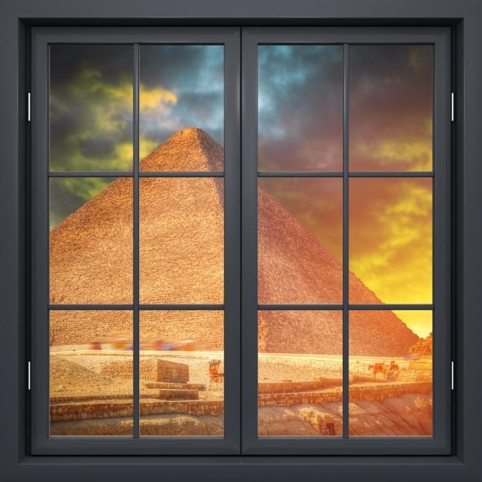 Papier peint vinyle Fenêtre Noire Fermée - Pyramide De Gizeh - La vue à travers la fenêtre