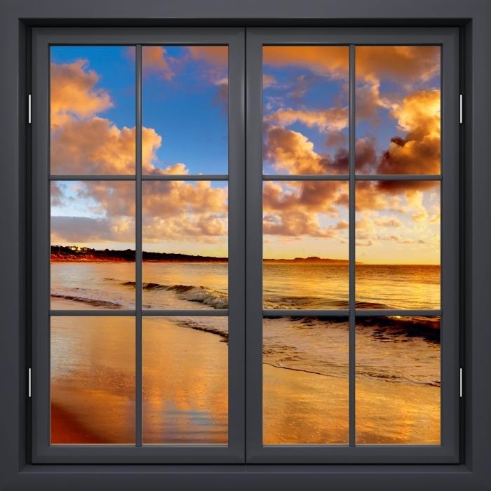 Papier peint vinyle Fenêtre Noire Fermée - Coucher De Soleil Sur La Plage - La vue à travers la fenêtre