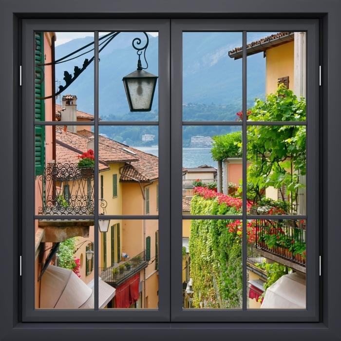 Fototapeta winylowa Okno czarne zamknięte - Malownicze miasteczko we Włoszech - Widok przez okno