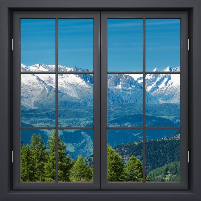 Papier peint vinyle Fenêtre Noire Fermée - Panorama De Hautes Montagnes - La vue à travers la fenêtre