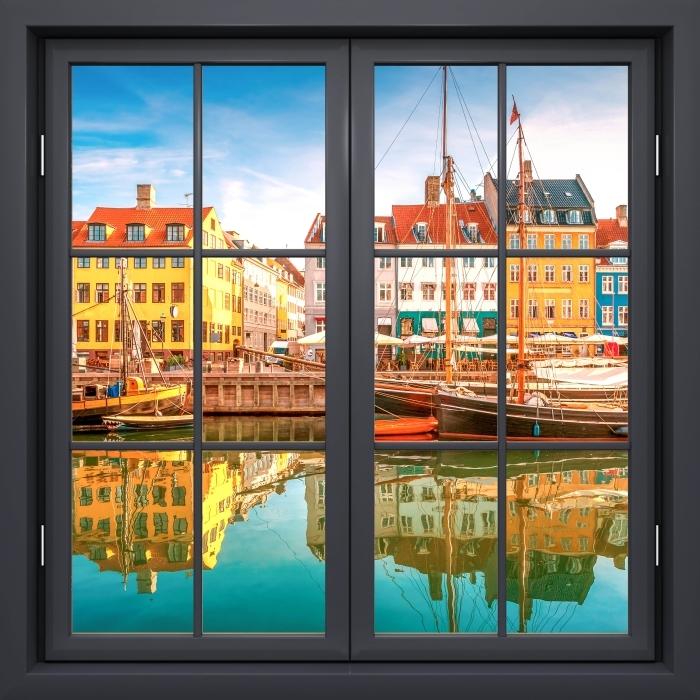 Papier peint vinyle Fenêtre Noire Fermée - Copenhague - La vue à travers la fenêtre