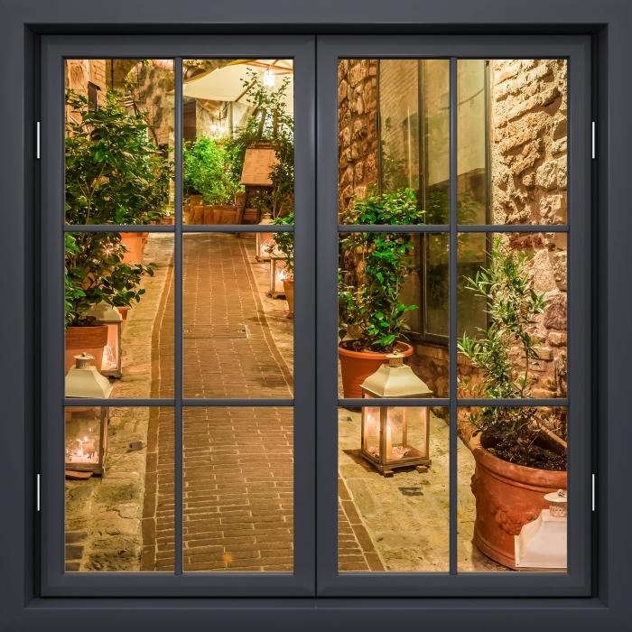 Fototapeta winylowa Okno czarne zamknięte - ulica we Włoszech - Widok przez okno