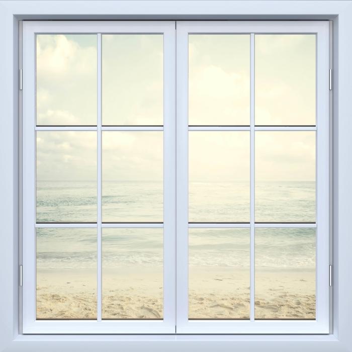 Fototapeta winylowa Okno białe zamknięte - Plaża w lecie - Widok przez okno