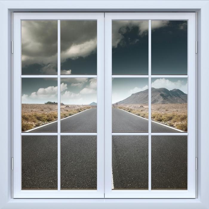 Fototapeta winylowa Okno białe zamknięte - Droga przez pustynię. - Widok przez okno