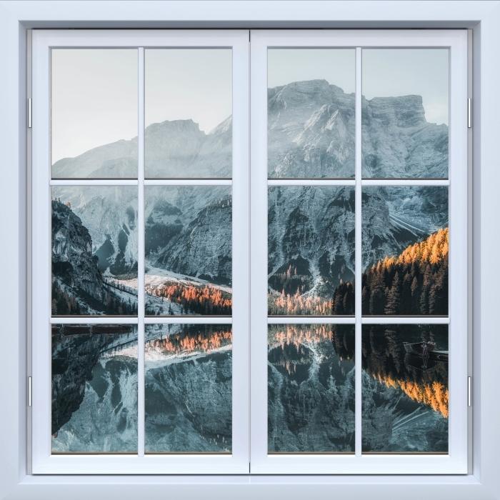 Fototapeta winylowa Okno białe zamknięte - Łodzie. Góry Dolomity - Widok przez okno