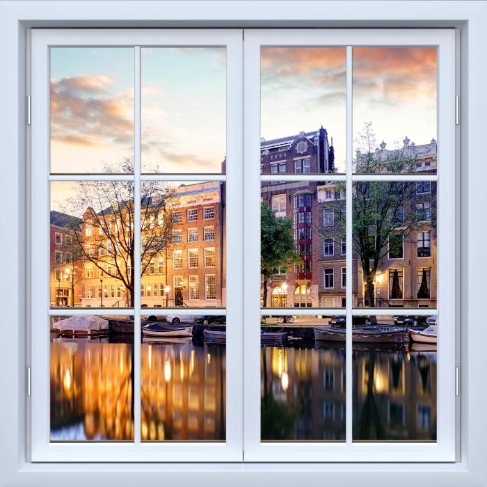 Fototapeta winylowa Okno białe zamknięte - Amsterdam. Holandia. - Widok przez okno