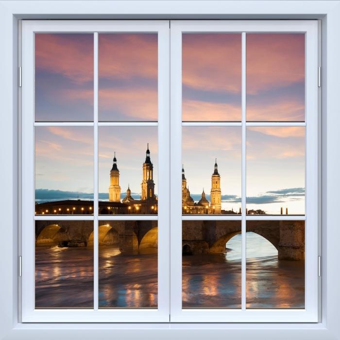 Fototapeta winylowa Okno białe zamknięte - Katedra. Hiszpania. - Widok przez okno