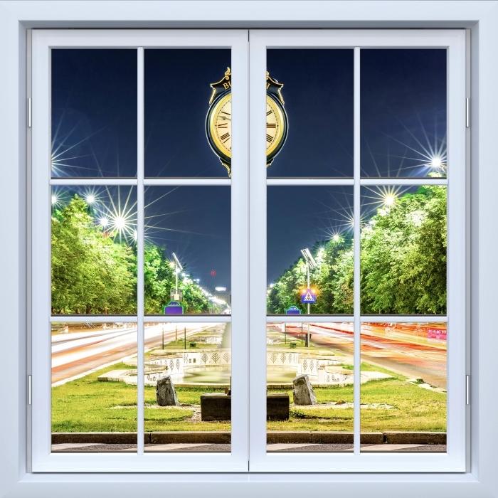 Fototapeta winylowa Okno białe zamknięte - Bukareszt. Rumunia. - Widok przez okno