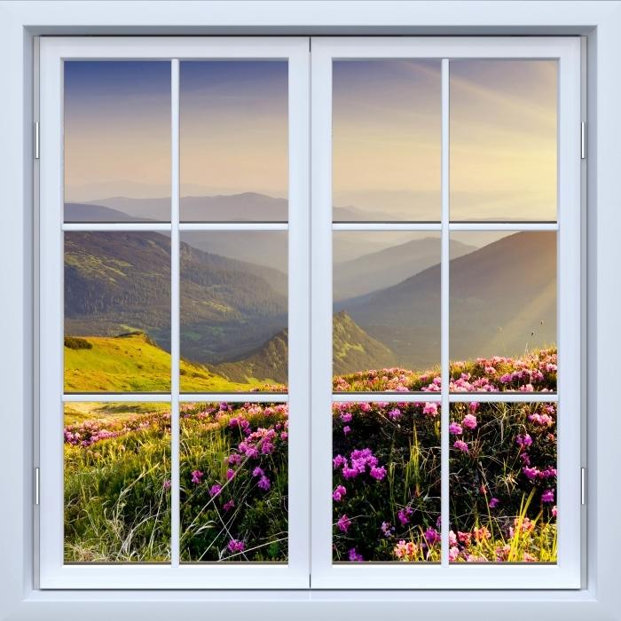 Fototapeta winylowa Okno białe zamknięte - Górski krajobraz - Widok przez okno