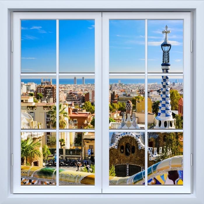Fototapeta winylowa Okno białe zamknięte - Park Guell w Barcelonie. Hiszpania. - Widok przez okno