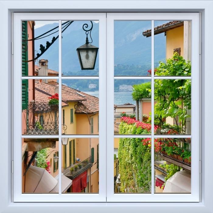 Fototapeta winylowa Okno białe zamknięte - Malownicze miasteczko we Włoszech - Widok przez okno