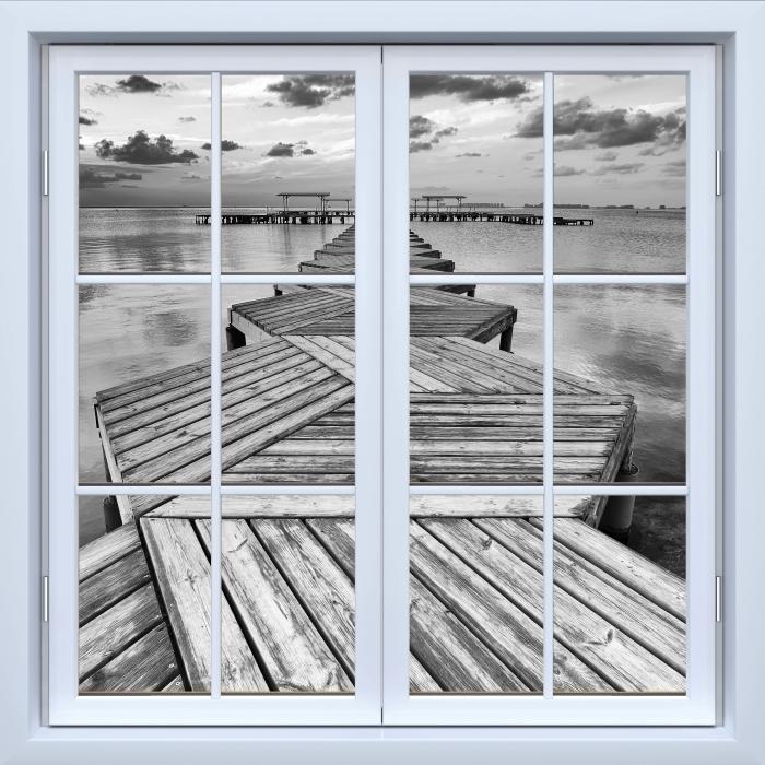Fototapeta winylowa Okno białe zamknięte - Przystań - Widok przez okno