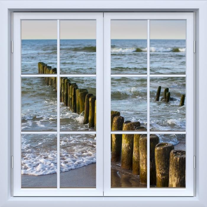 Papier peint vinyle Blanc fenêtre fermée - Coucher de soleil sur la mer Baltique - La vue à travers la fenêtre