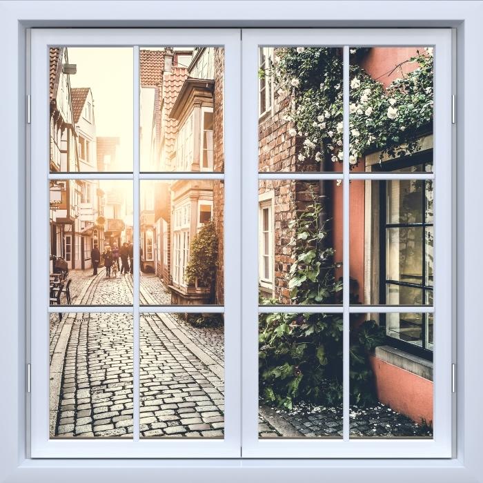 Papier peint vinyle Blanc fenêtre fermée - vieilles rues - La vue à travers la fenêtre