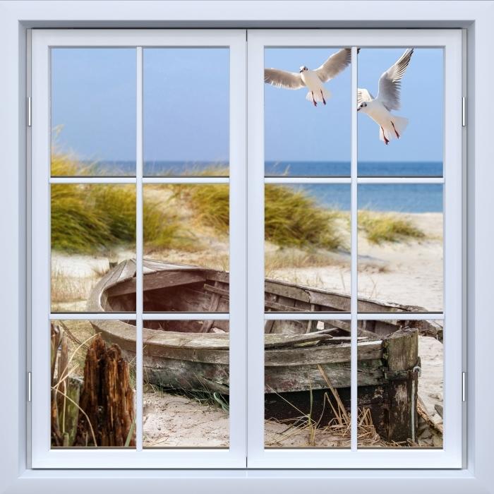 Fototapeta winylowa Okno białe zamknięte - Plaża nad morzem - Widok przez okno