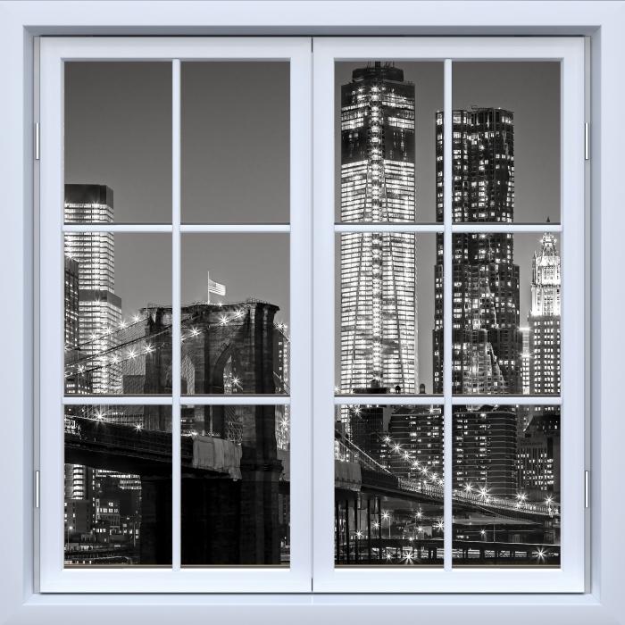 Fototapeta winylowa Okno białe zamknięte - Nowy Jork nocą. Brooklyn Bridge. - Widok przez okno