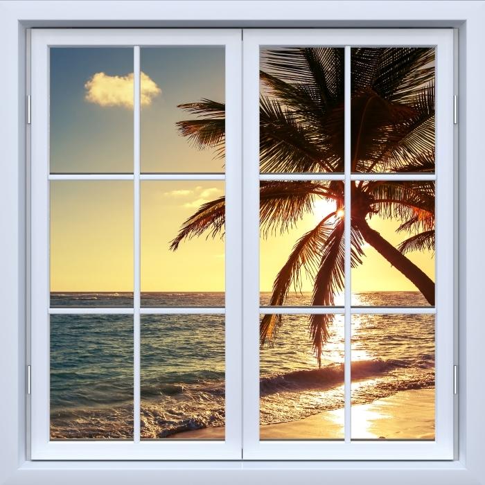 Fototapeta winylowa Okno białe zamknięte - Palmy na tropikalnej plaży - Widok przez okno