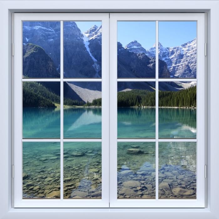 Fototapeta winylowa Okno białe zamknięte - letni poranek - Widok przez okno