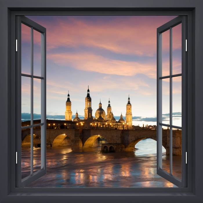 Papier peint vinyle Fenêtre Noire Ouverte - Cathédrale. Espagne. - La vue à travers la fenêtre