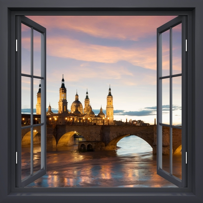 Fototapeta winylowa Okno czarne otwarte - Katedra. Hiszpania. - Widok przez okno